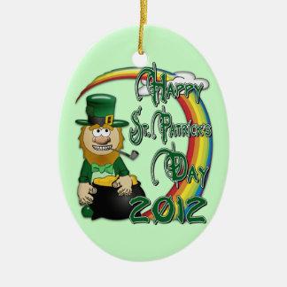Leprechaun feliz 2012 2S do Dia de São Patrício Ornamento De Cerâmica Oval