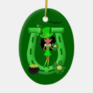 Leprechaun triguenho da menina do Dia de São Ornamento De Cerâmica Oval