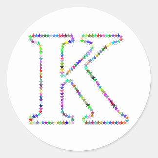 Letra K da estrela do arco-íris Adesivo Redondo