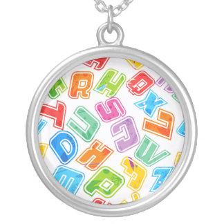 Letras brilhantes loucas do divertimento colares personalizados