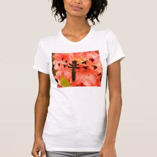 Libélula de Brown na flor Tshirts