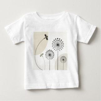 Libélula em uma flor camiseta para bebê