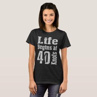 Life-Begins-at-40-Knots Camiseta