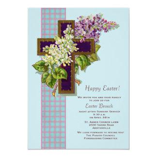 Lilacs e convite da páscoa do crucifixo