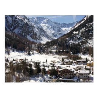 Lillaz nevado bonito no cartão italiano dos cumes