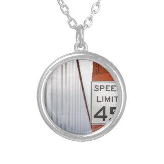 limite de velocidade da porta dourada colar banhado a prata