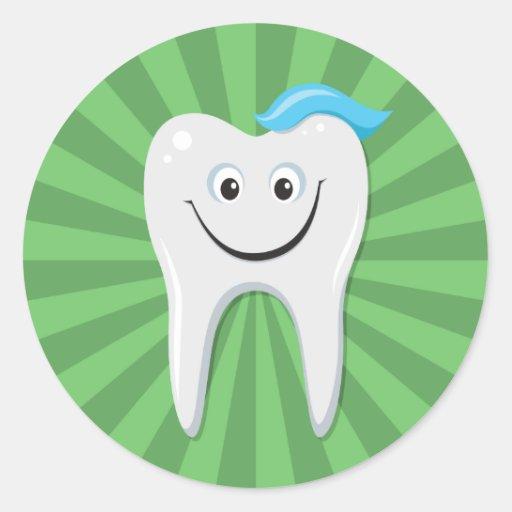 Limpe o dente feliz verde dos desenhos animados adesivos redondos
