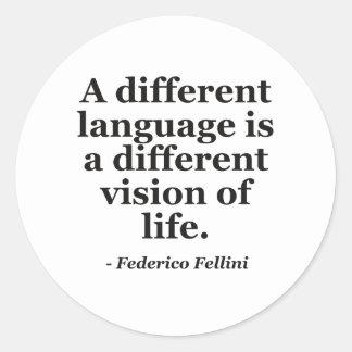 Língua diferente citações da vida adesivos em formato redondos