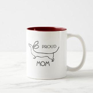Linha orgulhosa caneca da mamã do dachshund do