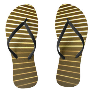 Linhas brancas chinelos