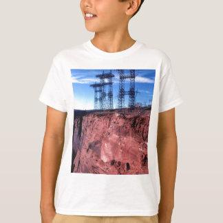 Linhas eléctricas vermelhas do penhasco camiseta
