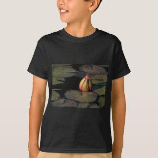Lírio com libélula camisetas