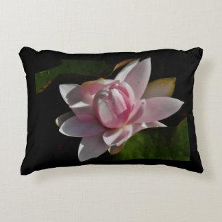 Lírio de água cor-de-rosa almofada decorativa