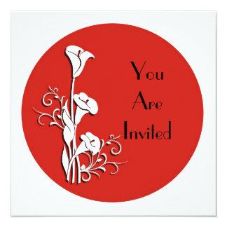 Lírio de calla branco do convite no vermelho convite quadrado 13.35 x 13.35cm