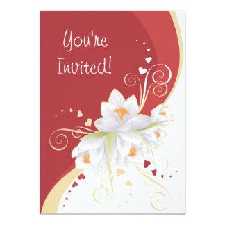 Lírios brancos em namorados vermelhos do convites personalizado