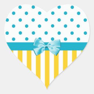 Listras amarelas femininos com fita azul adesivos de corações