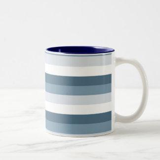 Listras azuis e brancas caneca