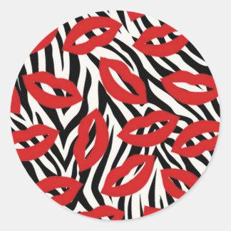 Listras da zebra e etiquetas vermelhas dos lábios
