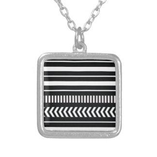 Listras preto e branco colar banhado a prata