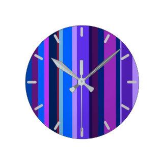 Listras verticais azuis e roxas relógios de paredes