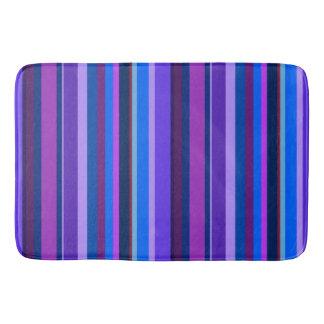 Listras verticais azuis e roxas tapete de banheiro