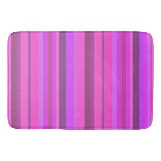 Listras verticais cor-de-rosa tapete de banheiro