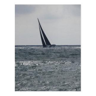 Litoral da praia durante a regata cartão postal