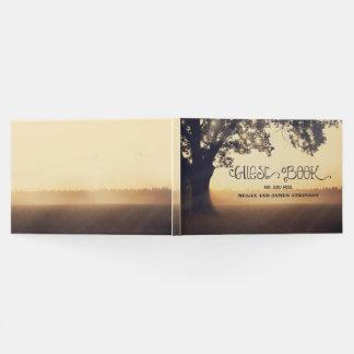 Livro De Visitas A árvore ilumina o casamento exterior rústico