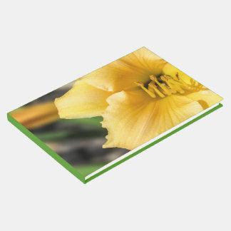Livro De Visitas Guestbook amarelo deslocado da flor do lírio