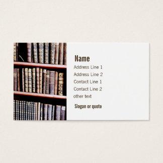 Livros antigos em prateleiras cartão de visitas