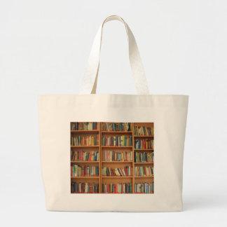 Livros na estante bolsas para compras