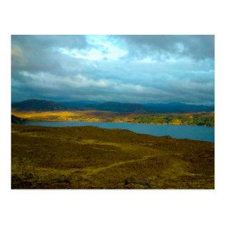 Loch Kishorn no cartão de Sun da noite