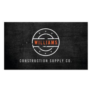 Logotipo carimbado rústico na construção de madeir cartoes de visita