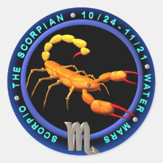 logotipo do zodíaco da Escorpião de valxart.com Adesivo Redondo