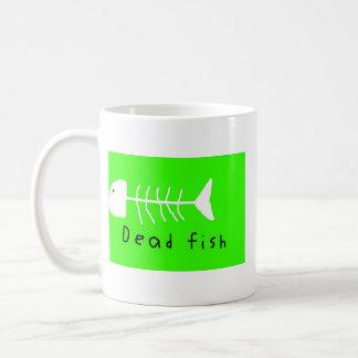logotipo dos peixes skatin ido caneca