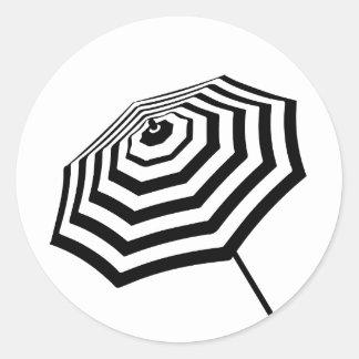 Logotipo listrado chique do guarda-chuva de praia adesivo