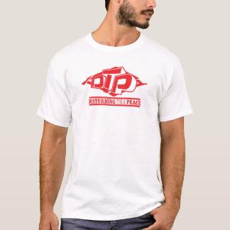 Logotipo vermelho do DTP no t-shirt branco dos Camiseta