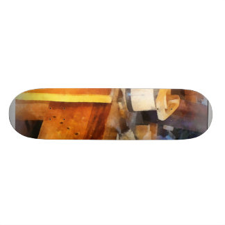Loja de madeira com balde de madeira skate