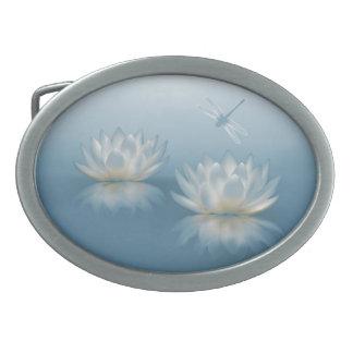 Lotus azul e fivela de cinto do Oval da libélula