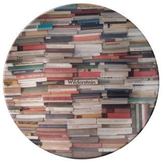 Louça De Jantar Os livros empilhados acima com nome feito sob