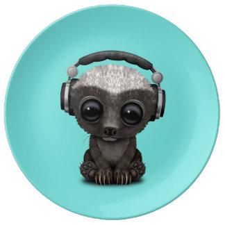 Louça De Jantar Texugo de mel bonito DJ do bebê que veste fones de
