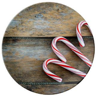 Louça Madeira rústica com os bastões de doces do Natal