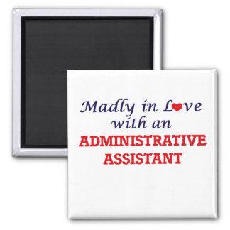 Louca no amor com um ajudante administrativo ímã quadrado