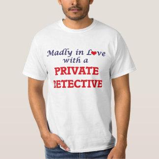 Louca no amor com um detetive privado camiseta