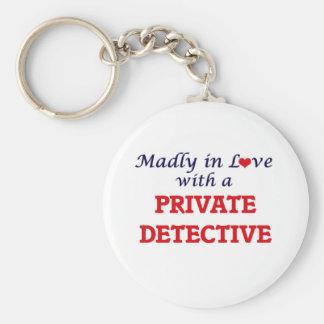 Louca no amor com um detetive privado chaveiro