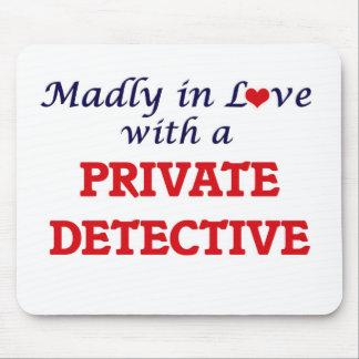 Louca no amor com um detetive privado mouse pad