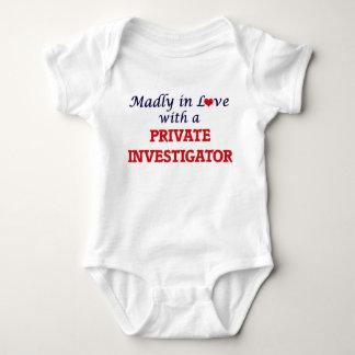 Louca no amor com um investigador privado body para bebê