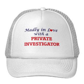 Louca no amor com um investigador privado boné