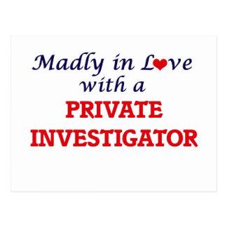 Louca no amor com um investigador privado cartão postal