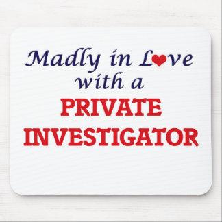 Louca no amor com um investigador privado mouse pad